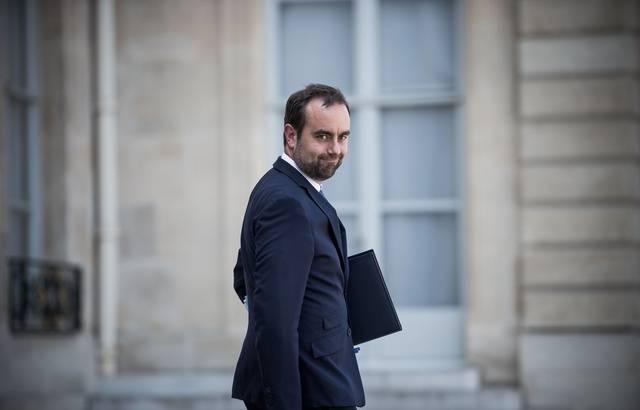 Lecornu appelle les maires de droite à «quitter LR» 640x4570
