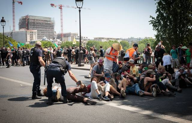 Extinction Rébellion dispersé à Paris: «La désobéissance civile est un symptôme d'un déficit de démocratie» 640x4623