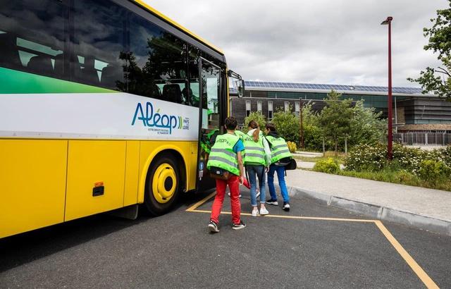 Pays-de-la-Loire : Pourquoi la pénurie de conducteurs de cars scolaires s'aggrave à la rentrée 640x4775