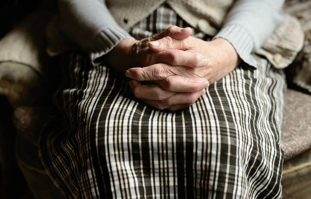 Emploi à domicile : Le gouvernement veut supprimer un avantage pour les plus de 70 ans 640x4817