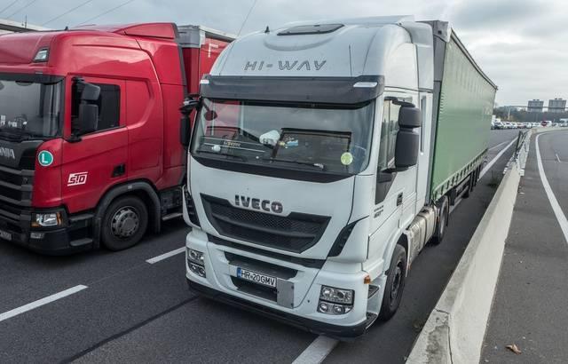 Transport : Blocages, barrages, opérations escargot… Les routiers réclament des meilleurs salaires 640x4959