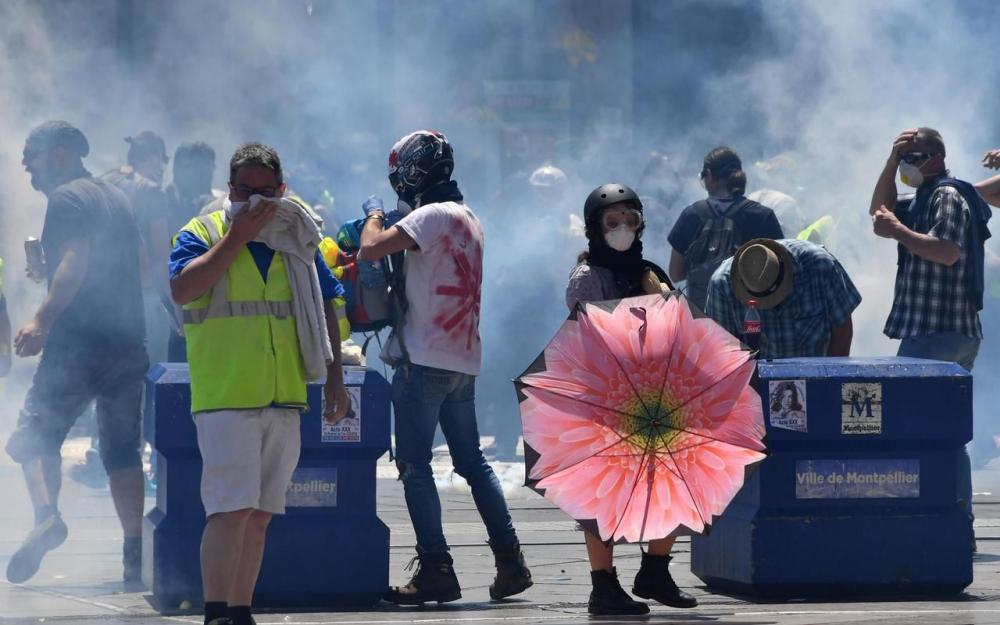 Gilets jaunes : faible mobilisation pour l'acte 30, heurts violents à Montpellier 80892410
