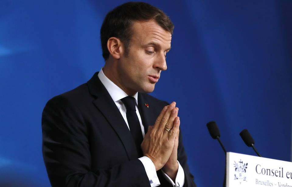 Sondage : Légère hausse de popularité pour Emmanuel Macron en octobre 960x1041