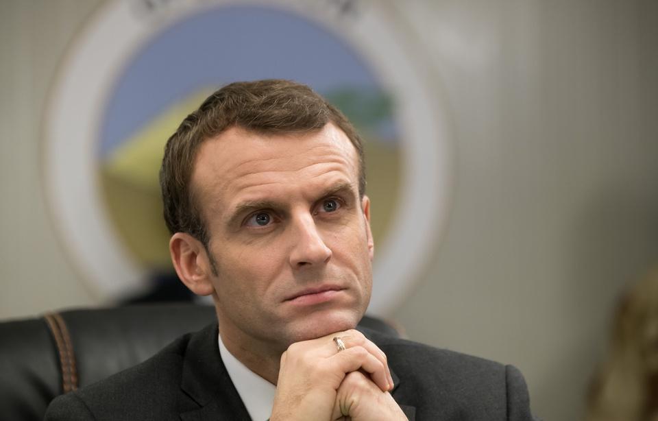 Emmanuel Macron n'ira pas à Davos, mais réunira des patrons étrangers à Versailles 960x6128