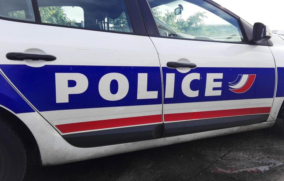 Douai: Le fuyard saute du toit et atterrit sur une voiture de police 960x6191