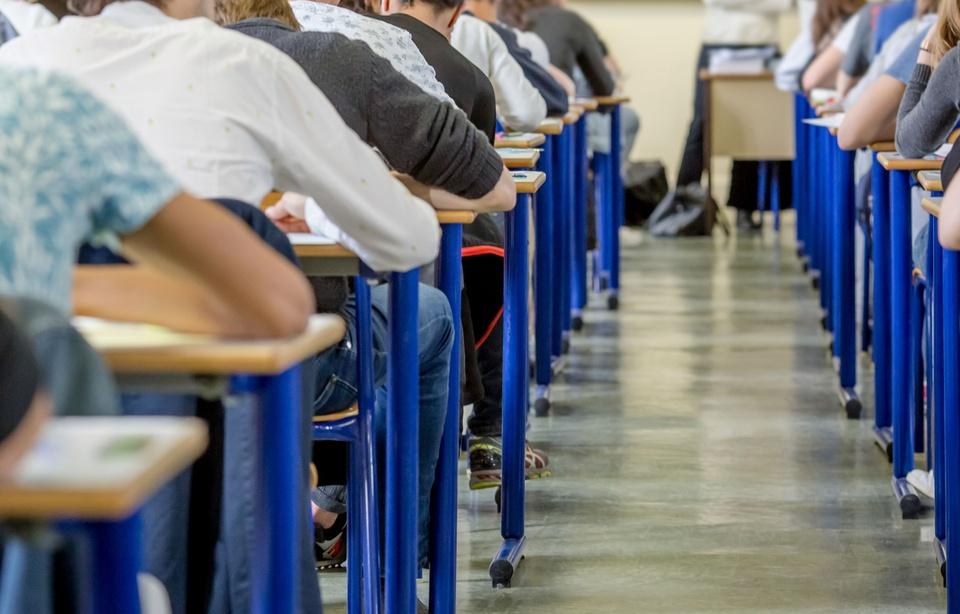 Béziers: Un professeur roué de coups dans un lycée par des parents d'élèves 960x6196
