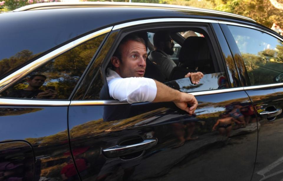 Emmanuel et Brigitte Macron entament leurs vacances au fort de Brégançon 960x6855