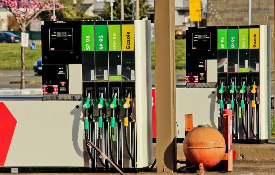 Essence, diesel: Les prix des carburants refluent en France 960x6860