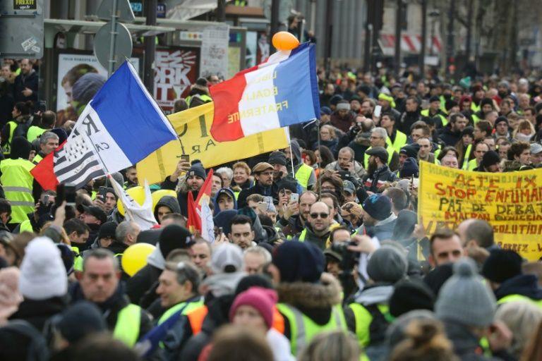 """A Paris, plusieurs milliers de """"gilets jaunes"""" manifestent dans le calme 9cb67710"""