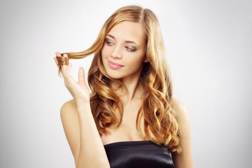 5 astuces pour espacer ses shampoings sans avoir les cheveux gras Caress10