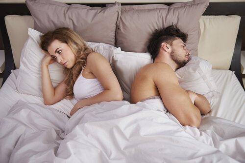 Mieux vaut dormir ensemble ou séparé-e-s ? Couple28