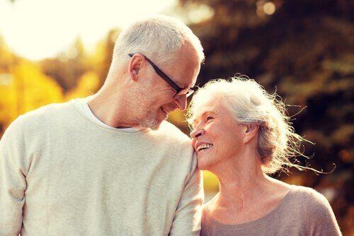 Vieillir ensemble : la merveilleuse expérience de l'amour mature Couple40