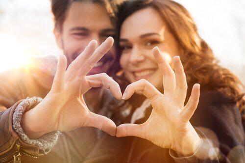 Quel est le meilleur amour ? Couple69