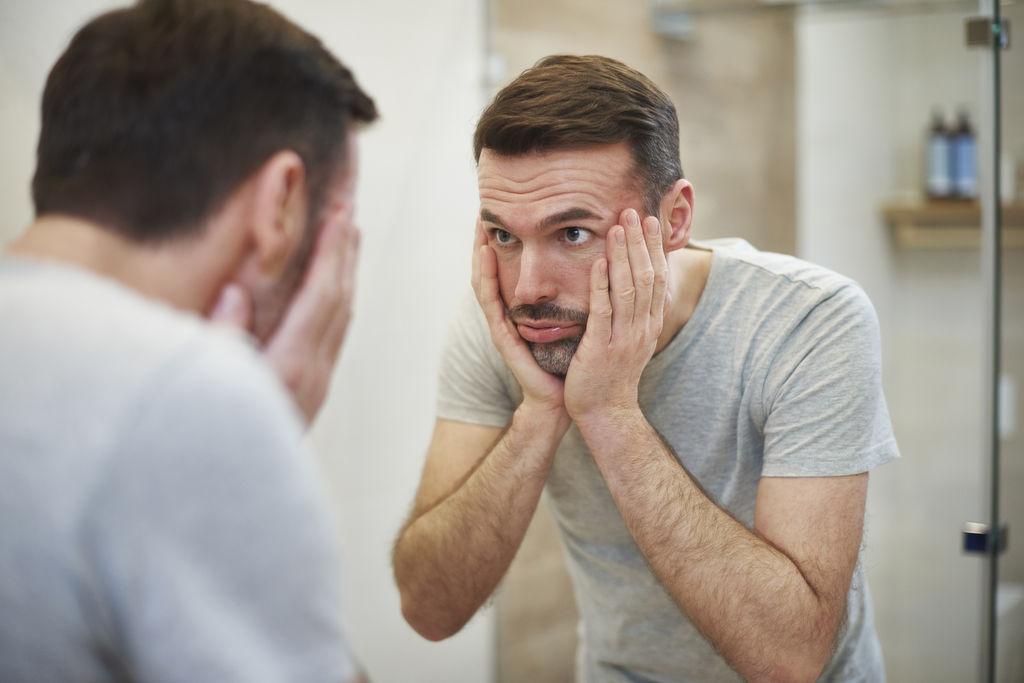 Et si les hommes s'inquiétaient plus de leur apparence que les femmes ? Et-les10
