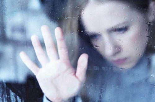 Notre fenêtre de tolérance : qu'est-ce que c'est et comment cela nous affecte-t-il ? Femme-17