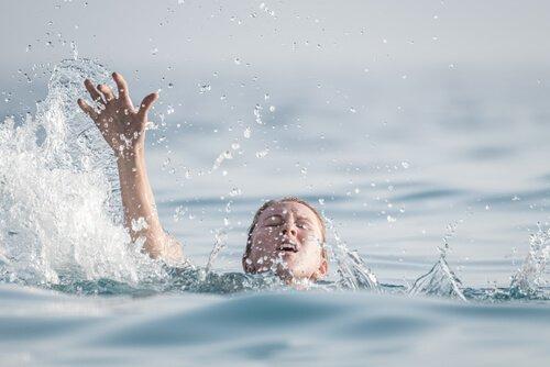 L'hydrophobie, ou la peur de l'eau Femme-21