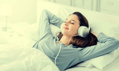 Mythes et vérités sur l'apprentissage pendant le sommeil Femme-25