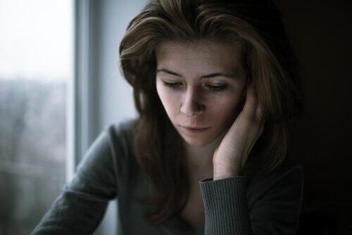 Comment la culpabilité inconsciente se manifeste-t-elle ? Femme-68