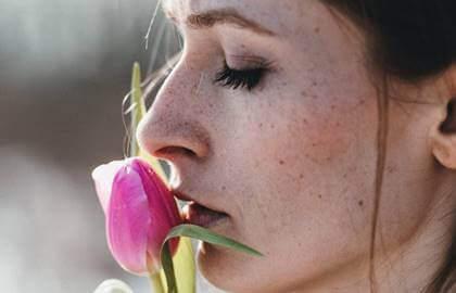 Le poids de la plaie ouverte : quand la victime devient bourreau Femme111