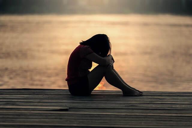 Que la violence favorise-t-elle dans les couples adolescents ? Fille-27