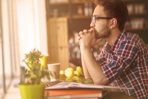 Obstination et fermeté : en quoi diffèrent-elles ? Homme-11