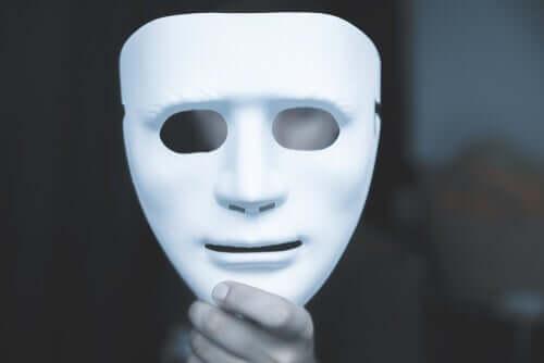 Mensonges blancs, compulsifs ou pathologiques : comment sont les vôtres ? Homme-30
