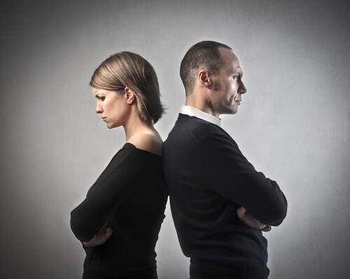 8 raisons qui conduisent un couple malheureux à rester ensemble Image-14