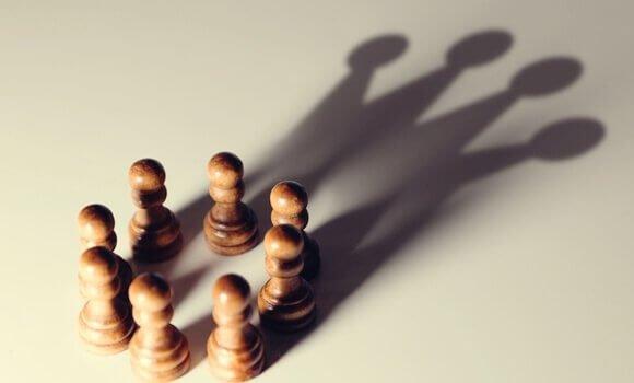 5 biais cognitifs qui favorisent les puissants Pieces10