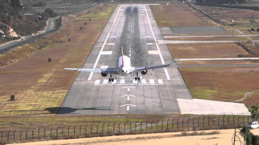 Top 5 des Aéroports les plus dangereux au monde Plane10