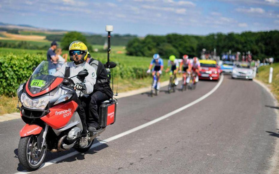 Tour de France 2019 : à quel point les motards aident-ils des coureurs ? Zsinm510