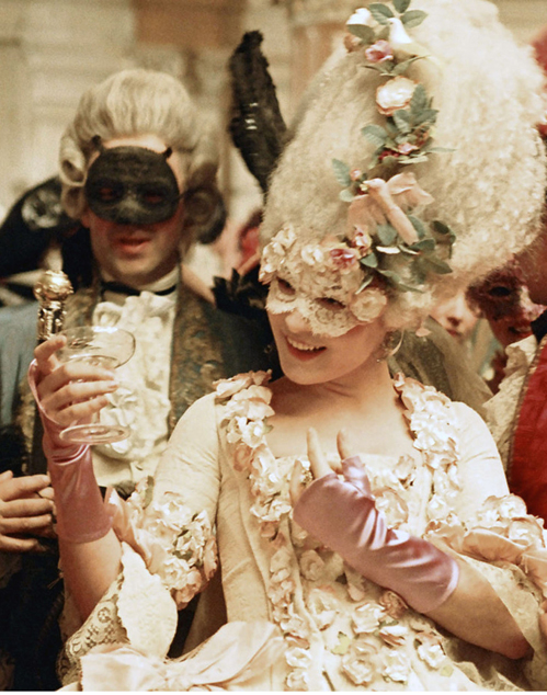 Et si on assistait à un bal masqué au Château de Versailles ? Marie_10