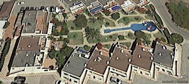 Les piscines du Monde découvertes avec Google Earth - Page 11 A1009