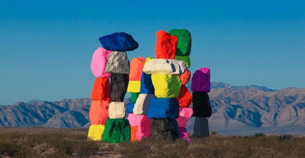 "La sculpture "" Seven Magic Mountains"" Désert du Nevada, USA A1018"