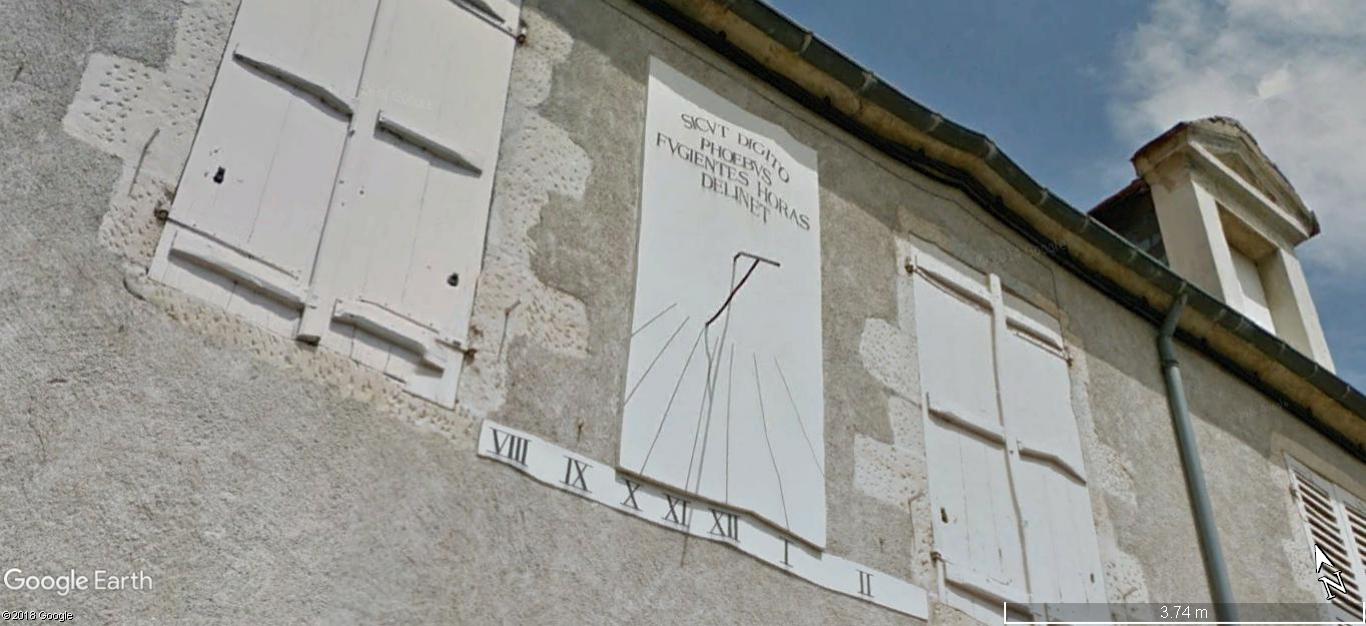 STREET VIEW: Les cadrans solaires en façade. A451