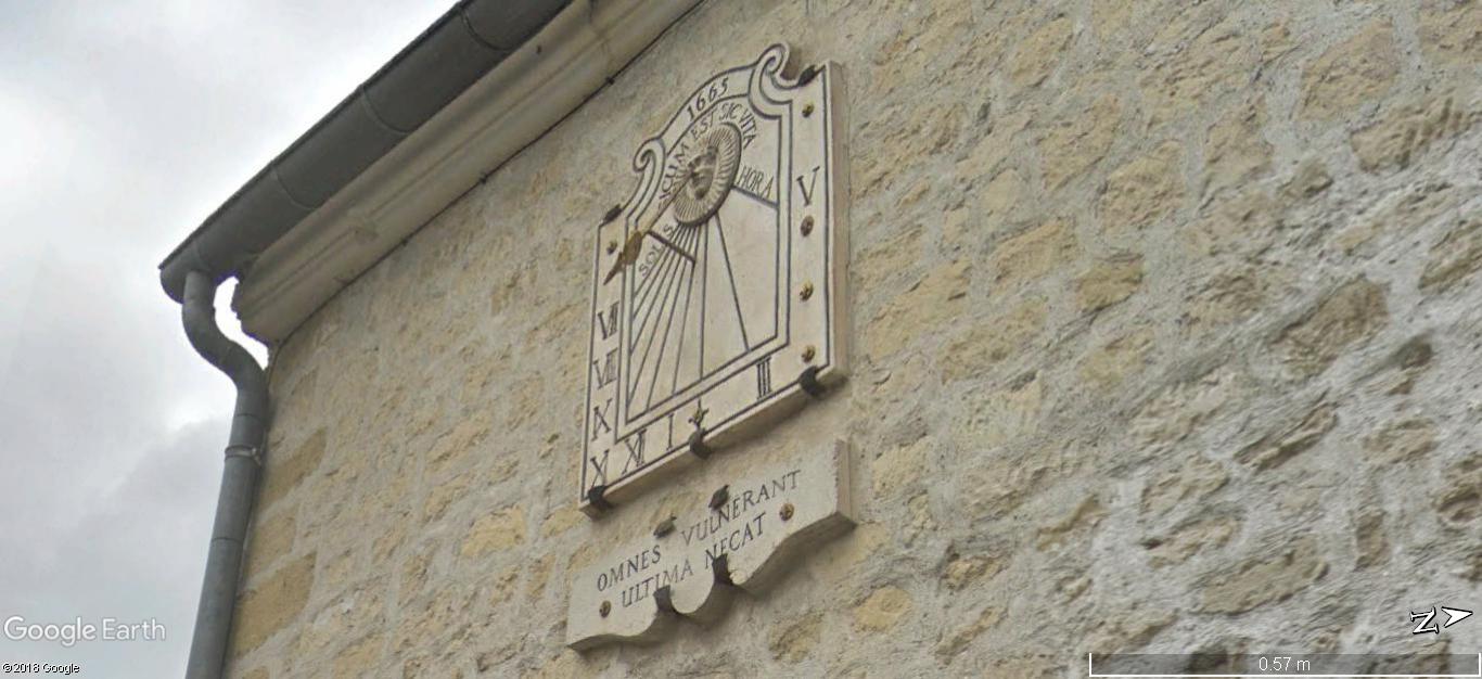 STREET VIEW: Les cadrans solaires en façade. A455