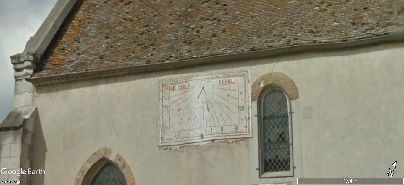 STREET VIEW: Les cadrans solaires en façade. A456