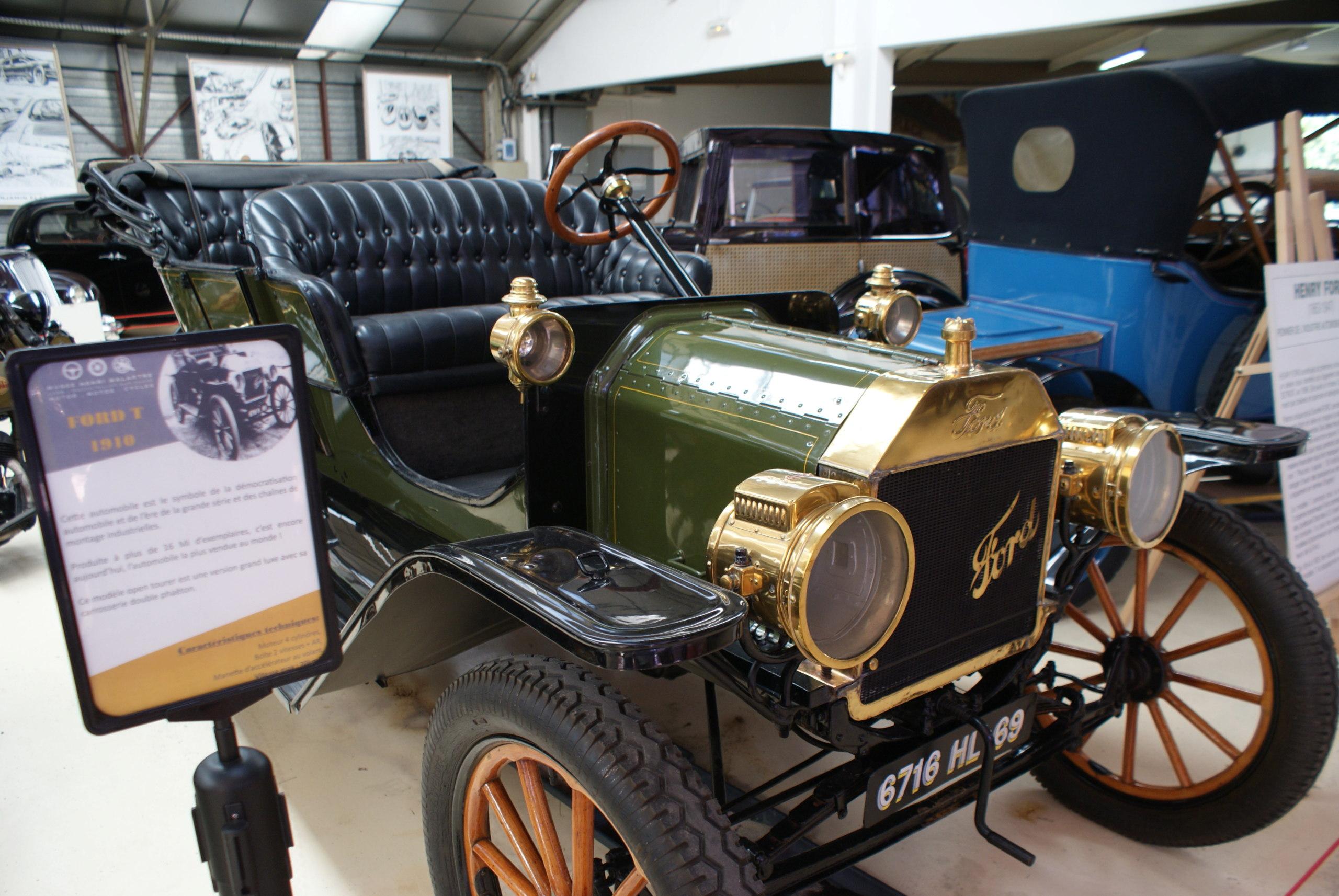 """Hommage à une voiture """"historique"""": la Ford T - Irlande A913"""