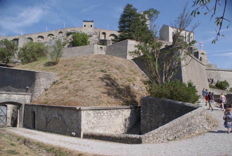 La citadelle de Sisteron:  visite virtuelle d'hier et d'aujourd'hui.  - Page 2 Dsc06367