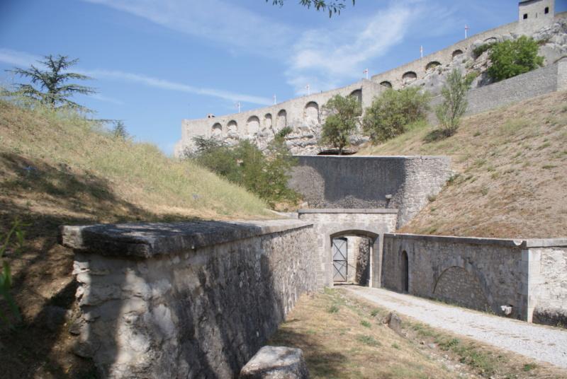 La citadelle de Sisteron:  visite virtuelle d'hier et d'aujourd'hui.  - Page 2 Dsc06368