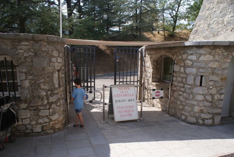La citadelle de Sisteron:  visite virtuelle d'hier et d'aujourd'hui.  - Page 2 Dsc06628