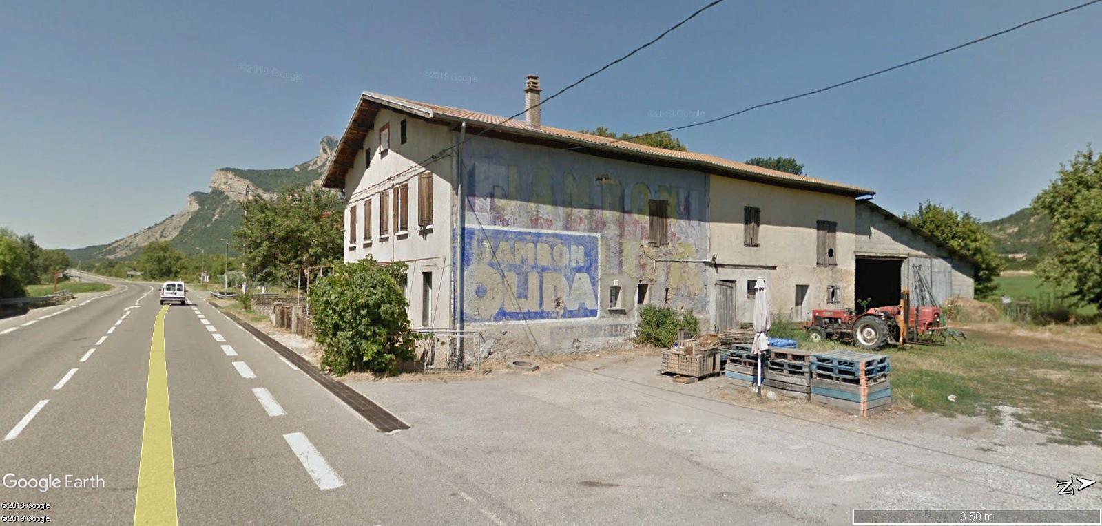 STREET VIEW : Vieilles publicités murales - Page 24 Q10