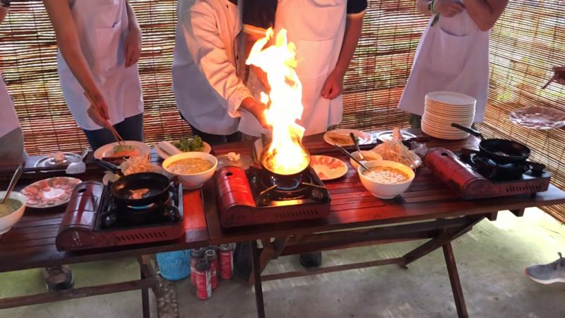 Voyages culinaires et philosophiques (suite) à Da Nang, vietnam - Page 18 Receiv11