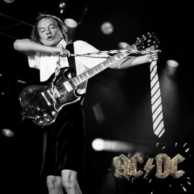 Tus fotos favoritas de los dioses del rock, o algo - Página 8 Angus111