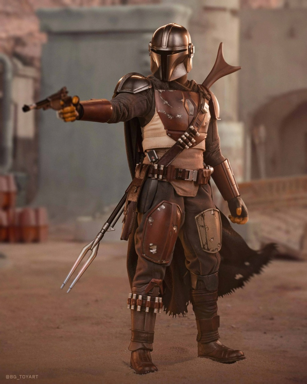 NEW PRODUCT: HOT TOYS: THE MANDALORIAN -- THE MANDALORIAN 1/6TH SCALE COLLECTIBLE FIGURE 12257