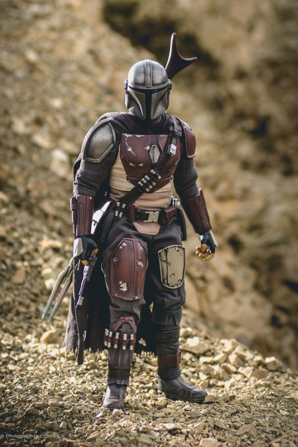 NEW PRODUCT: HOT TOYS: THE MANDALORIAN -- THE MANDALORIAN 1/6TH SCALE COLLECTIBLE FIGURE 20126
