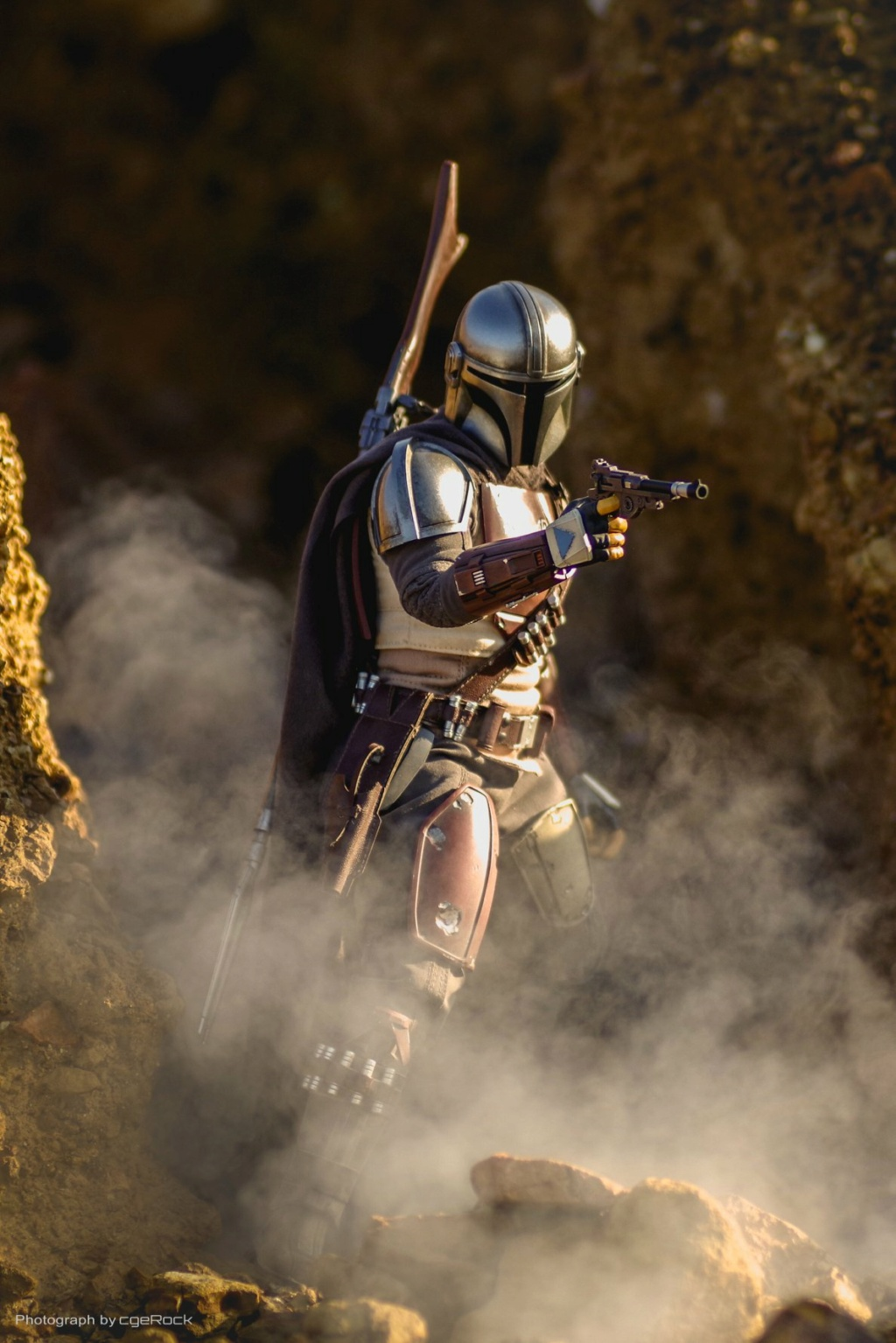 NEW PRODUCT: HOT TOYS: THE MANDALORIAN -- THE MANDALORIAN 1/6TH SCALE COLLECTIBLE FIGURE 21158