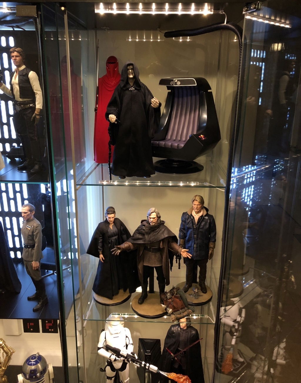 rotj - Hot Toys Star Wars Emperor Palpatine (Deluxe) Review - Page 2 2190