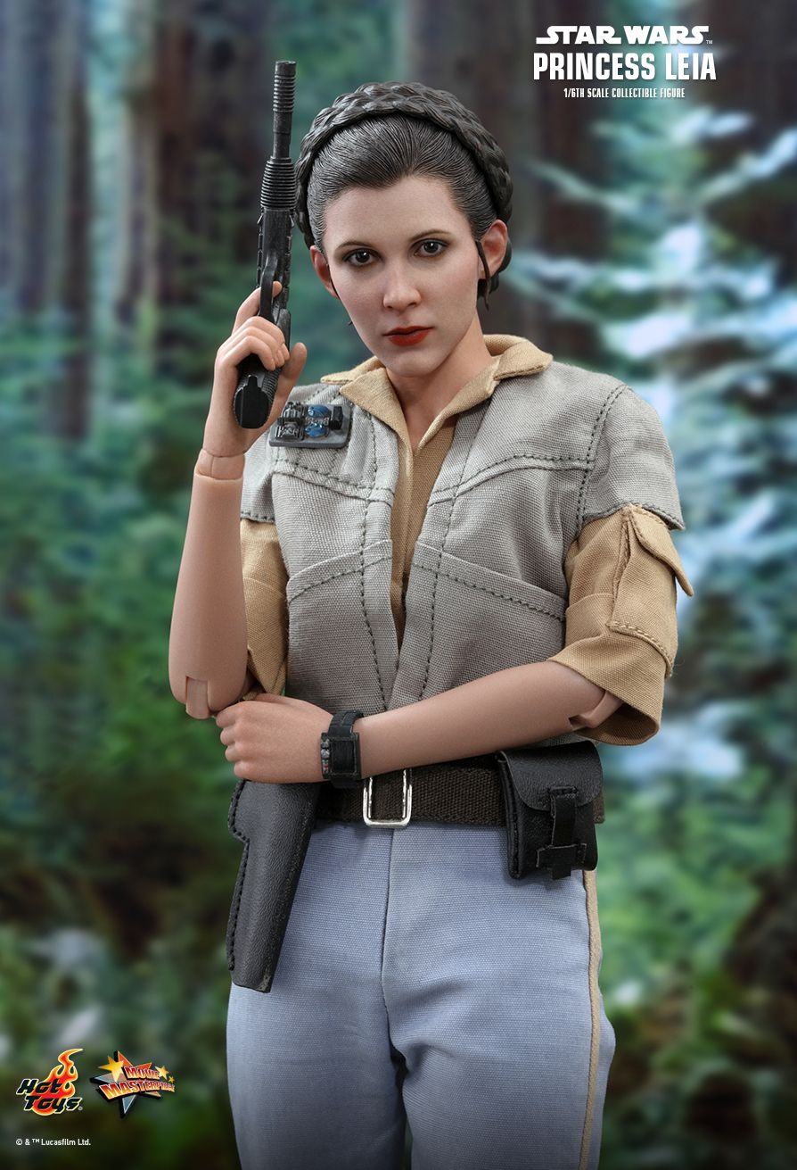 NEW PRODUCT: HOT TOYS: STAR WARS: RETURN OF THE JEDI PRINCESS LEIA 1/6TH SCALE COLLECTIBLE FIGURE 2386