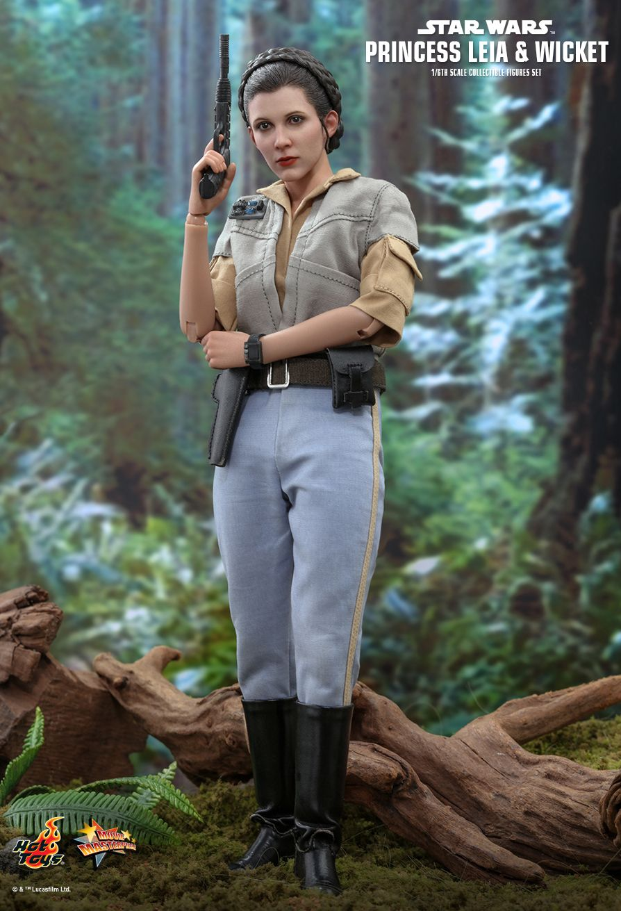 NEW PRODUCT: HOT TOYS: STAR WARS: RETURN OF THE JEDI PRINCESS LEIA AND WICKET 1/6TH SCALE COLLECTIBLE FIGURES SET 2388