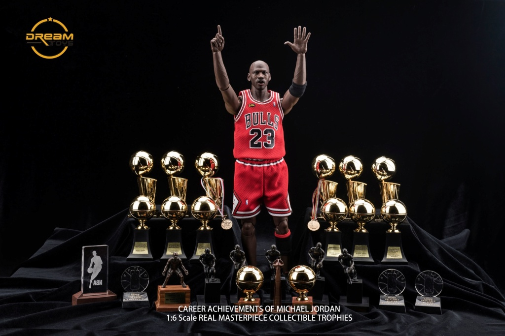 NEW PRODUCT: DREAMTOYS New: 1/6 MJ23 KB24 Jordan / Kobe - Honor Trophy Set 240